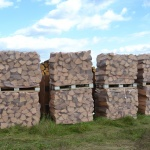 drewno kominkowe pakowane w siatki o pojemności 1 mp